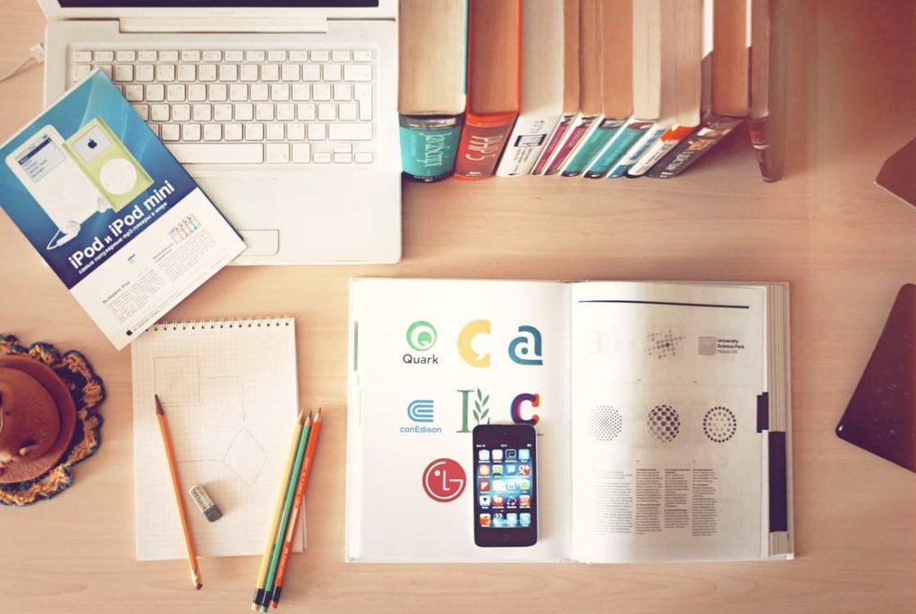 apple-iphone-books-desk